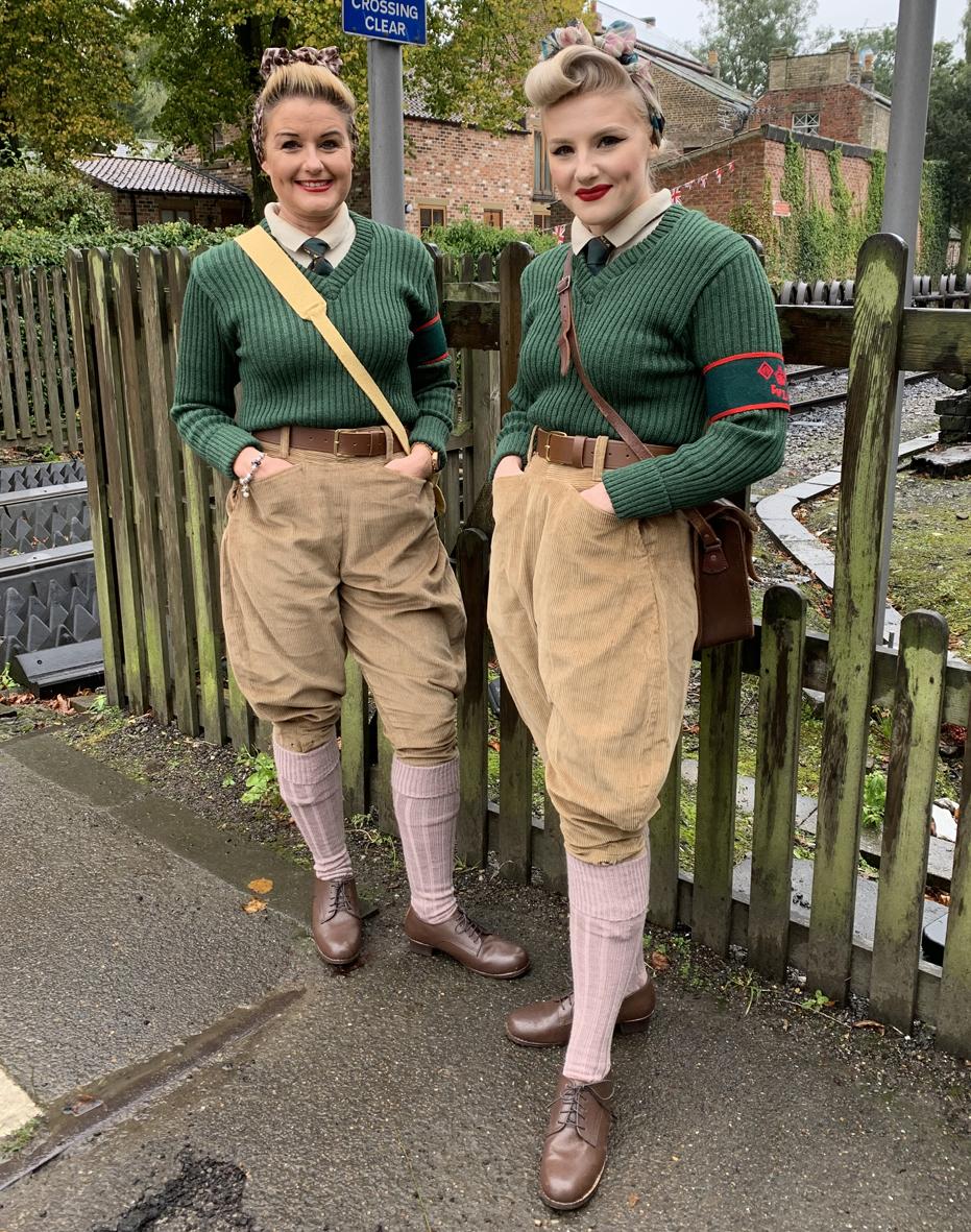 What Uniform did a British WW2 Womens Land Army Girl Wear?